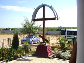 Крест у источника Иоанна Сочавского